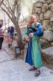 Lid van het jaarlijkse festival van Ridders die van Jeruzalem de doedelzak spelen Stock Afbeeldingen