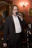 Lider koktajl, piosenkarz i muzyk Konstantin Kuveyzev grupowi, Fotografia Stock