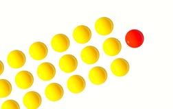 Lidera jajecznego yolk jeden pozycja out od tłumu CEO Zdjęcie Stock