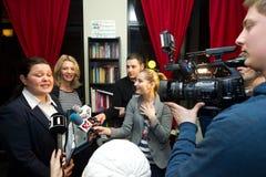 Lidia Feher med Seyda Subasi-Gemici Royaltyfri Bild