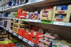 LIDL杂货店和LIDL食品杂货袋 免版税库存照片