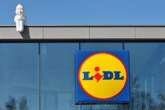 Lidl超级市场的标志在维尔纽斯,立陶宛 库存图片