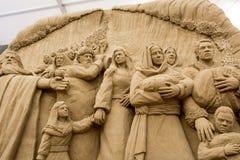 Lido de Jesolo, Italia: Natividade 2016 da areia: scultures maravilhosos da areia que descrevem a família sagrado e o êxodo da Bí imagem de stock royalty free