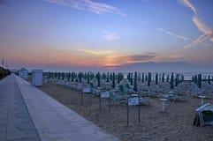 Lido di Jesolo, Италия, восход солнца на пляже Стоковое Фото