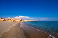 Lido Di Ostia, ΙΤΑΛΙΑ - 14 Σεπτεμβρίου 2016: Άποψη σχετικά με το όμορφο Di Ρώμη, ιδιωτική παραλία Salvataggio παραλιών Lido Di Os Στοκ εικόνες με δικαίωμα ελεύθερης χρήσης