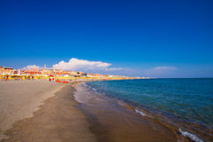 Lido Di Ostia, ITALIË - September 14, 2016: Mening over mooi strandlido Di Ostia Lido Di Rome, privé strand Salvataggio, Royalty-vrije Stock Afbeeldingen