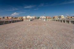 Lido di Ostia, ITALIE - 14 septembre 2016 : Personnes de détente sur le pilier Pontile Di Ostia près de belle plage Lido di Ostia Photographie stock