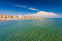 Lido di Ostia, ITALIEN - 14. September 2016: Schwimmende und entspannende Leute auf den schönen Di Rom, pri Strand Lido di Ostia  Lizenzfreie Stockbilder
