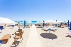 Lido Venere, Apulien - Rollbahn zum schönen Strand von Spiaggia lizenzfreie stockbilder