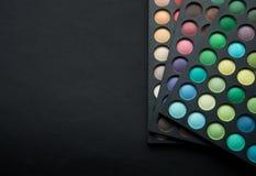 Lidschatten von verschiedenen Farben Stockbilder