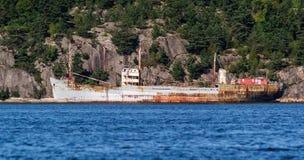 Lidstaten Hamen - Oud schip klaar voor omloop Royalty-vrije Stock Foto's