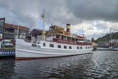 Lidstaten Henrik Ibsen bij de haven van Halden wordt gedokt die Stock Foto's