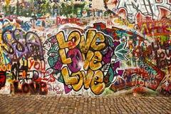 Liebe auf der Lennon Wand Stockbild