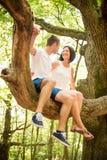 Liebe - Datum am Baum Lizenzfreie Stockfotografie
