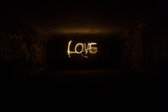 Liebe in den Wunderkerzen Lizenzfreie Stockfotos