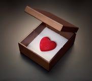 Liebe in einem Kasten lizenzfreie stockfotografie