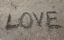 Liebe geschrieben auf den Strand Lizenzfreie Stockfotos