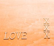 Liebe geschrieben in hölzerne Buchstaben Lizenzfreie Stockfotos