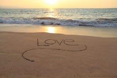 Liebe im Sand lizenzfreie stockfotografie
