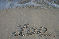 Liebe - Sandschreiben Stockfotografie