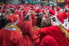 Liebe an Santacon-Ereignis in London stockbild
