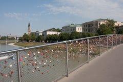 Liebe schließt Brücke in Salzburg Österreich zu Lizenzfreies Stockfoto
