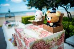 Liebe trägt die Puppendekoration und heiratet Dekoration Stockfoto