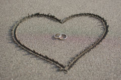 Liebe und Hochzeit auf dem Strand Lizenzfreie Stockfotos