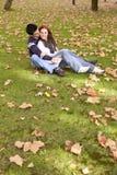 Liebe und Neigung zwischen einem jungen Paar Lizenzfreie Stockbilder