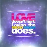 Liebe verletzt nicht Das Lieben der falschen Person tut Lizenzfreie Stockfotos