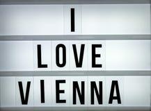Liebe Wien des Leuchtkastens I Stockfotos