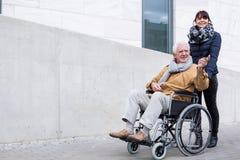 Liebe zwischen Vater und Tochter Lizenzfreies Stockbild