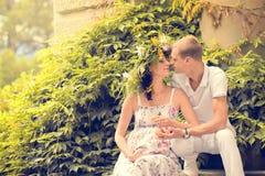 Lieben eines verheirateten Paars Stockbild