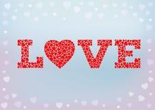 Lieben Sie Aufschrift mit dem Herzsymbol, das von den kleinen Herzformen auf blauem weichem Hintergrund gemacht wird Lizenzfreies Stockbild