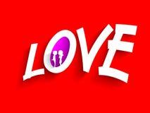 Lieben Sie den Text, der durch Papier auf rotem Hintergrund für Heilig-Valentinsgruß gemacht wird Lizenzfreie Stockbilder
