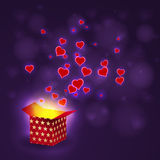 Lieben Sie Herzfliegen vom Präsentkarton auf bokeh Hintergrund Stockbild