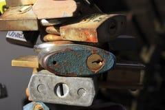Lieben Sie pladlocks auf einem Bannister in Prag Europa Lizenzfreie Stockbilder