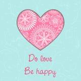 Lieben Sie, seien Sie glücklich Reizende Karte mit rosa Herzen auf hellblauem Hintergrund Stockfotografie