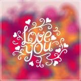 Lieben Sie Sie Text auf Blurred Hintergrund mit Blumen Stockfotos