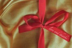 Liebes- und Dankwörter auf rotem Band Stockfotos