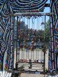 Liebes-Vorhängeschlösser auf Berlin Wall Stockbild