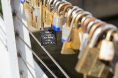 Liebes-Vorhängeschlösser in Leeds Stockfoto