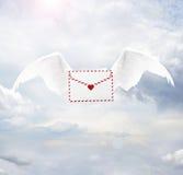 Liebesbrief mit Engelsflügeln Lizenzfreies Stockbild