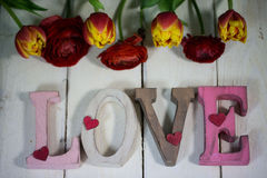 Liebesbriefe mit Blumen für valentinsday Stockfotografie