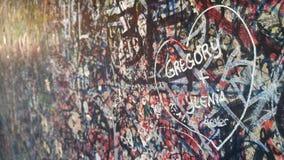 Liebeserklärung auf der des Juliets Balkonwand Lizenzfreie Stockfotos