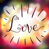 Liebeshandbeschriftung auf buntem Hintergrund der Unschärfe Stockfotografie