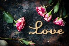 Liebeshintergrund für Valentinstagfeier Stockbild