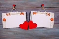 Liebeskarte, hölzerner Hintergrund des Valentinsgrußkonzeptes Lizenzfreies Stockbild