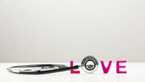 Liebeskonzept mit einem Stethoskop Stockfoto