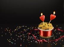 Liebeskuchen mit zwei Kerzen Lizenzfreie Stockbilder